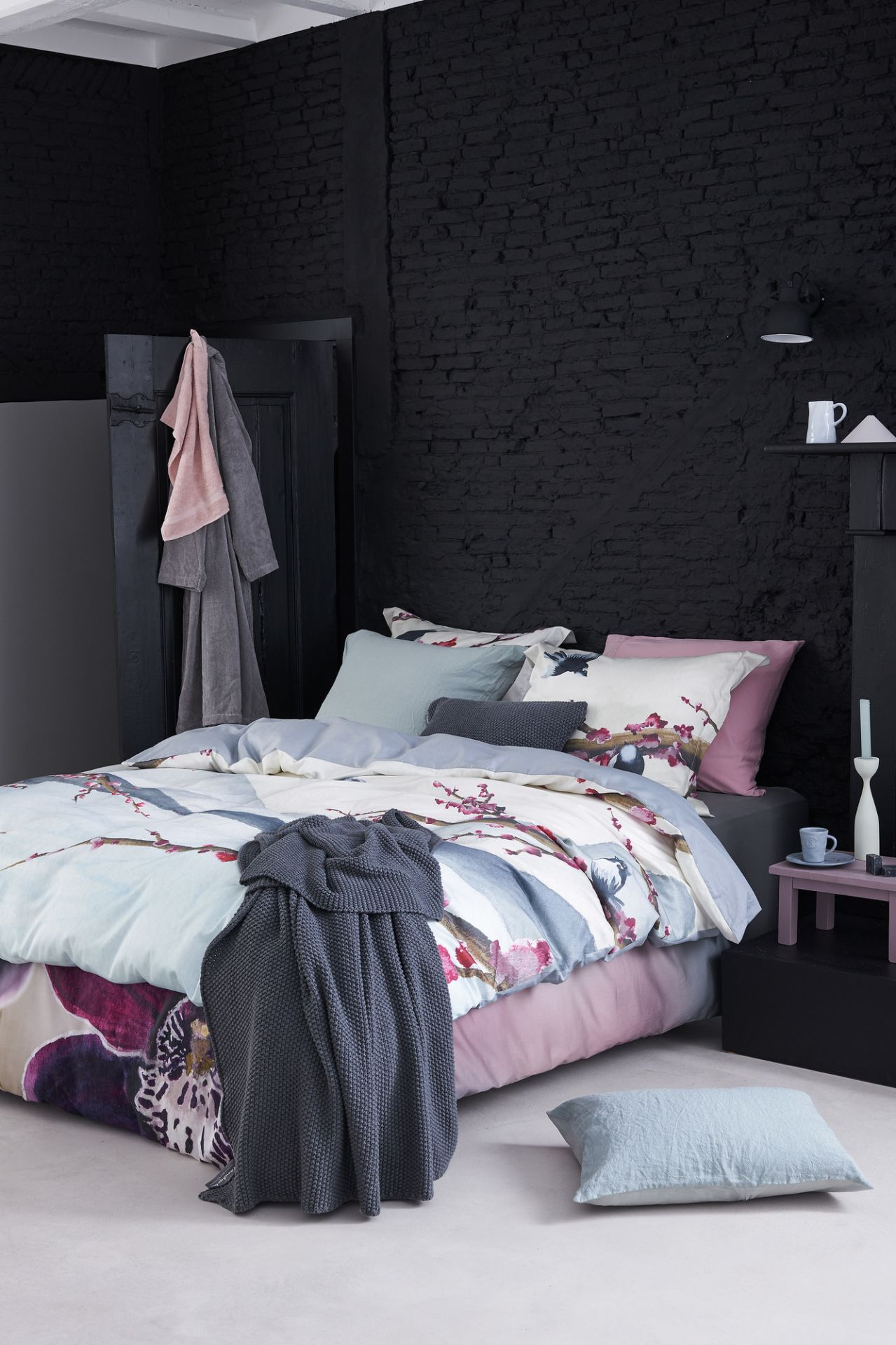 VanDyck bedtextiel Bright Orchid 000 Multi, Mountain Life 000 Multi, Purity 79 402 cel green, Home 60 001 Mole grey, Pure 7 144 sepia pink bij Slaapkenner Lute in Limmen