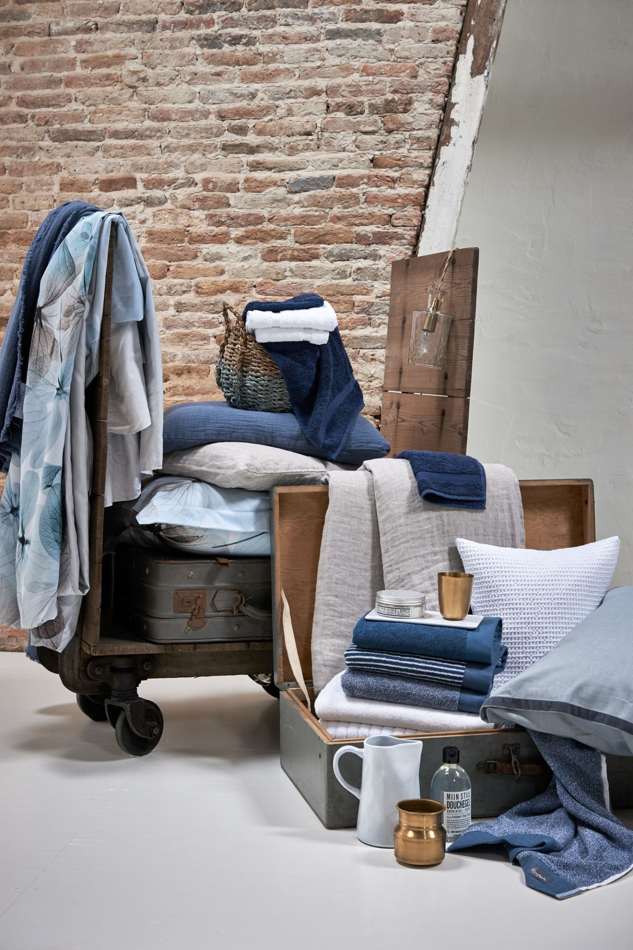 VanDyck bedtextiel Lovestory 403, Pure 8, Pure 16 184 faded denim, Pure 22 011 grey, Home 71 090 white, Home uni, Petite Ligne, Home Mouline 403 Vintage blue bij Slaapkenner Lute in Limmen
